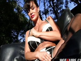 Luscious Lisa Ann Masturbates in the Bath