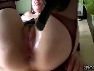 Gorgeous MILF plays to will not hear of prolapse