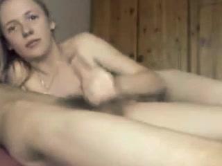 Blondine in den Mund gespritzt