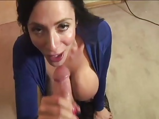 HouseWife gives head