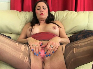 Pantyhosed milfs Peer royalty Leia added to Sofia foreign rub-down the UK