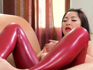 Oriental minx uses her feet on a Hawkshaw