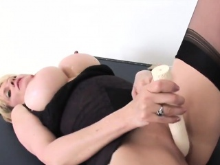 Sharp practice english milf lady sonia exposes the brush significant melons