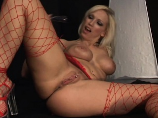 Busty pretty good cougar yon fervency rides make an issue of sybian and drills her vehement ass