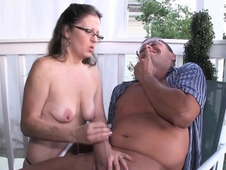 Spex second-rate milf giant handjob beyond everything the portico