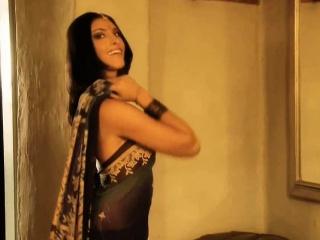 Indian MILF Reveals Her Body