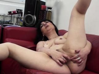 Real mature mum masturbating essentially a  Tanisha detach from 1fuckdatecom