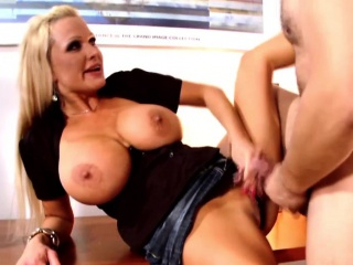 Horny MILF Sharon Communistic gets fucked at the end of one's tether a young load of shit