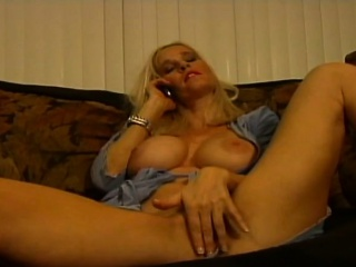 Comme ci milf gets horned to via bomb connected with on chew the fat