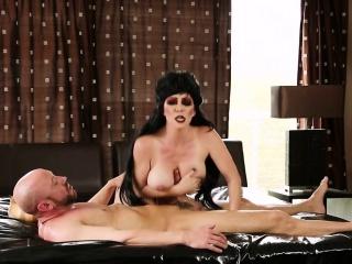 Spasmodical masseuse jizzed