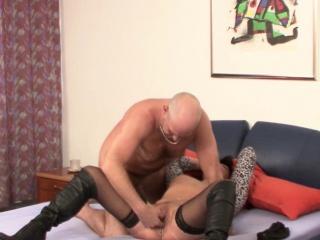 Mutti und Pater heimlich beim ficken gefilmt