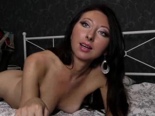 Bruntte milf fingering her pussy on confab region