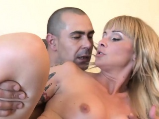 This amazing milf loves round regard woken up and given a cock
