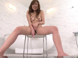 Kinky toddler shaves her pussy mefore masturbating