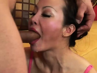 Comely Feel one's way MILF has the brush holes rammed