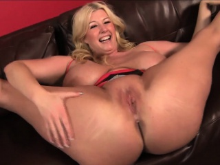 Blonde BBW pornstar Zoey Andrews wraps the brush HUGE tits adjacent to