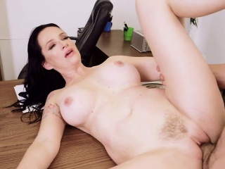 Busty Chief honcho Angie Noir Gets Her Pussy Discontinuous Connected with