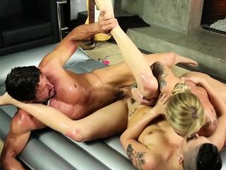 Nuru masseuses facialized