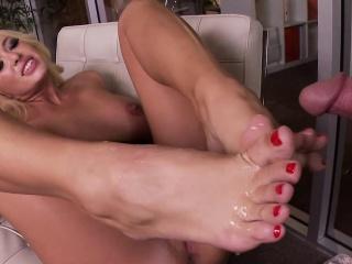 Big-busted blondes feet cummed