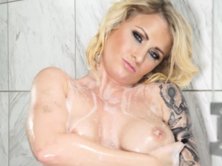 Busty festival Gunfighter Monroe toys her messy pussy