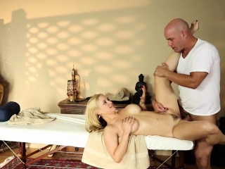 Prexy milf pussyfucked apart from masseurs gumshoe