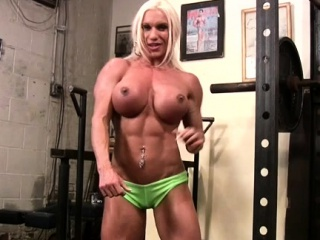 Unfold Female Bodybuilder Rubs Her Clit nearly Gym