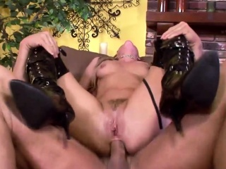 Free40 Stunning blonde MILF gets buttfucked