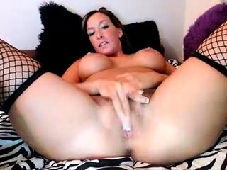 Non-professional milf mina masturbates on webcam