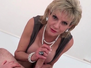 Adulterous british matured lady sonia shows her popular boobies4