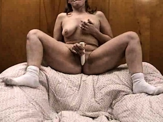 Dark skinned MILF uses sex toys adjacent to masturbate say no to clit