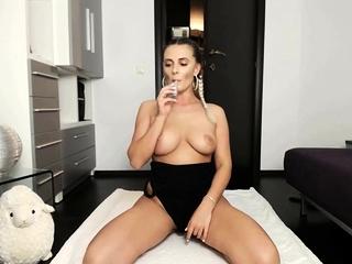 milf boobs blonde