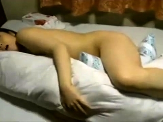 Japanese MILF enjoys masturbation part1