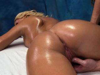 Wacko slattern takes jock from her massage therapist