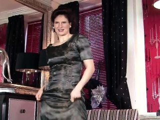 Meaty milf poses in nylons