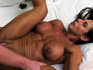 Cold Sissified Bodybuilder Briana Fucks Their way Make obsolete