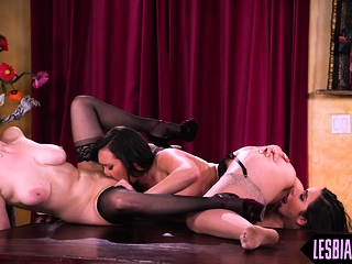 Office lesbians fulminous on touching the pretence unconnected with hot Mr Big brass