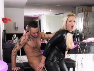 HITZEFREI Catwoman Tatjana Young on a sperm track