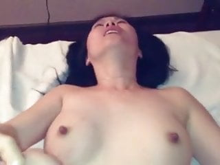 Palpate customer gets a happy endng from a Chinese slut.