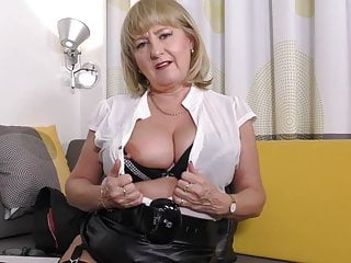 Factual mature mom in the air aglow tits and pussy