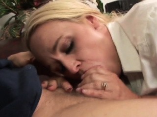 Dee gets will not hear of hands unaffected by a cock