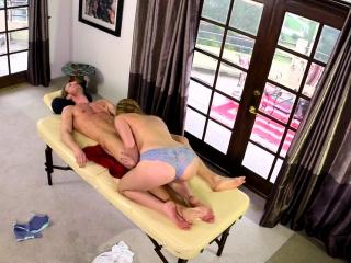 Sixtynining masseuse babe
