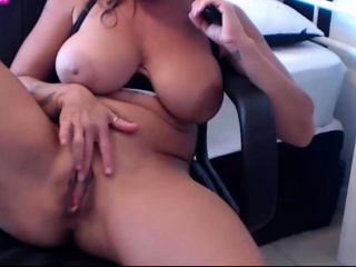 I'm sexy MILF deity relating to huge natural boobs