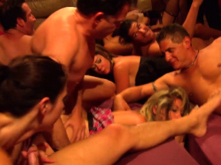 Clueless retrench finds his hot wife at a swinger conquer