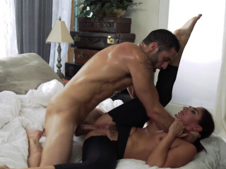 Cockhungry MILF gets pounded at the end of one's tether their way stepson