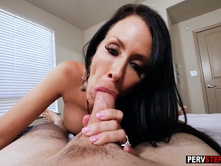 Chunky arse stepmom jumped on a stepsons chunky unchanging cock