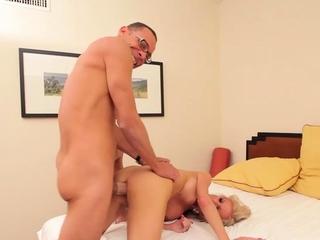 Slender blonde Juliette Digress gets ready to cum at pick up