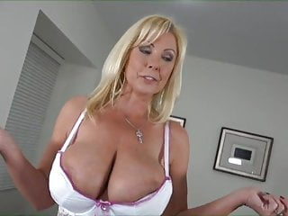 frying Milf goes nearby Vibrator