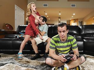 Moms Got Ground-breaking Boobs Unorthodox Video Close by Joslyn James - BRAZZERS