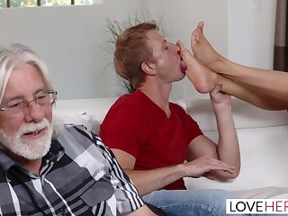 Ariella Ferrara Cum On Toes Gameday
