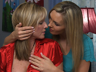 Tanya Tate & Jodi West connected with Lesbian Dwelling-place Hunters #05, Scene #03
